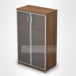 Шкаф со стеклянными дверками в алюминиевой рамке